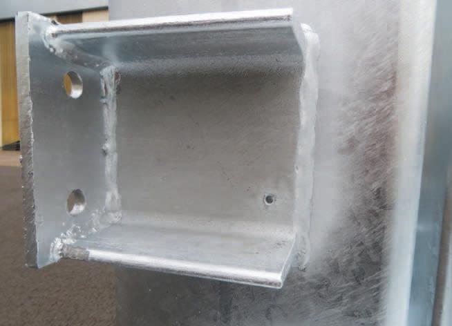 Besoin d'un trou dans le plaque de renfort pour évacuer l'air